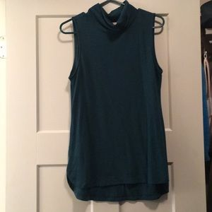 LOFT sleeveless turtleneck knit top EUC
